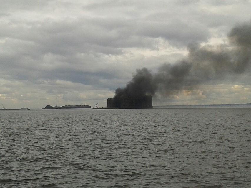 ВКронштадте тушили Чумной форт