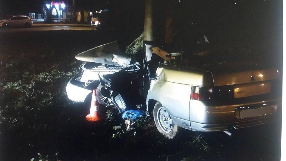 ВСамаре «десятка» врезалась встолб, шофёр умер наместе