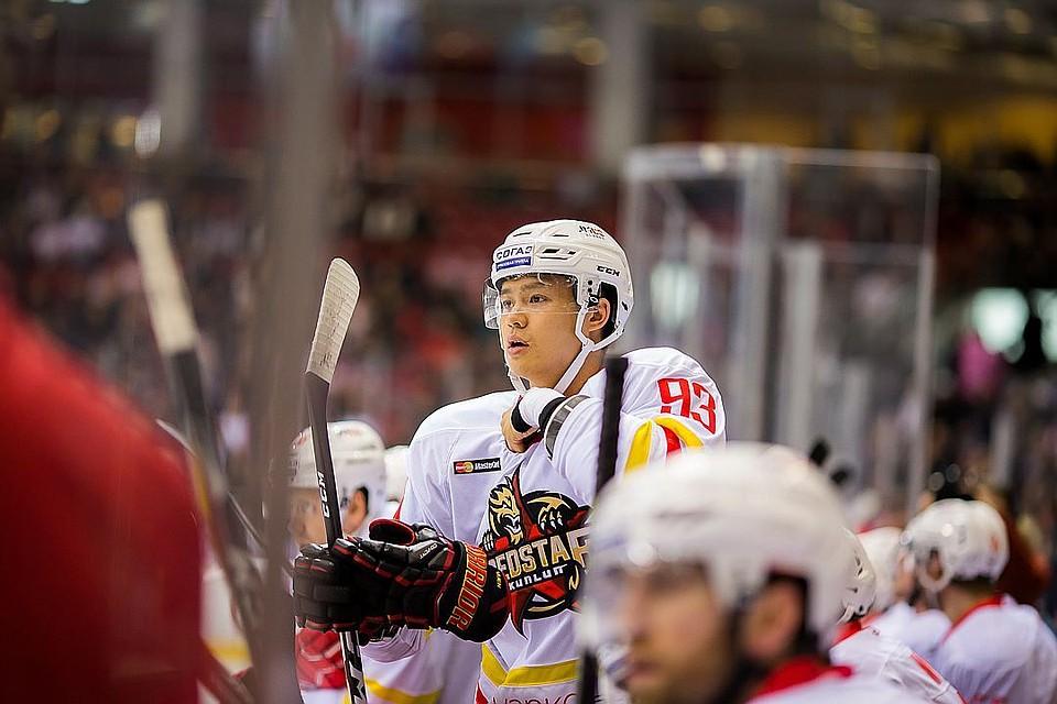 «Куньлунь» одержал волевую победу над «Автомобилистом» вдомашнем матче КХЛ