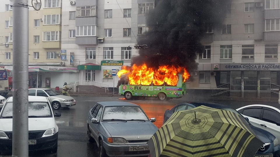ВУфе наостановке зажегся пассажирский автобус