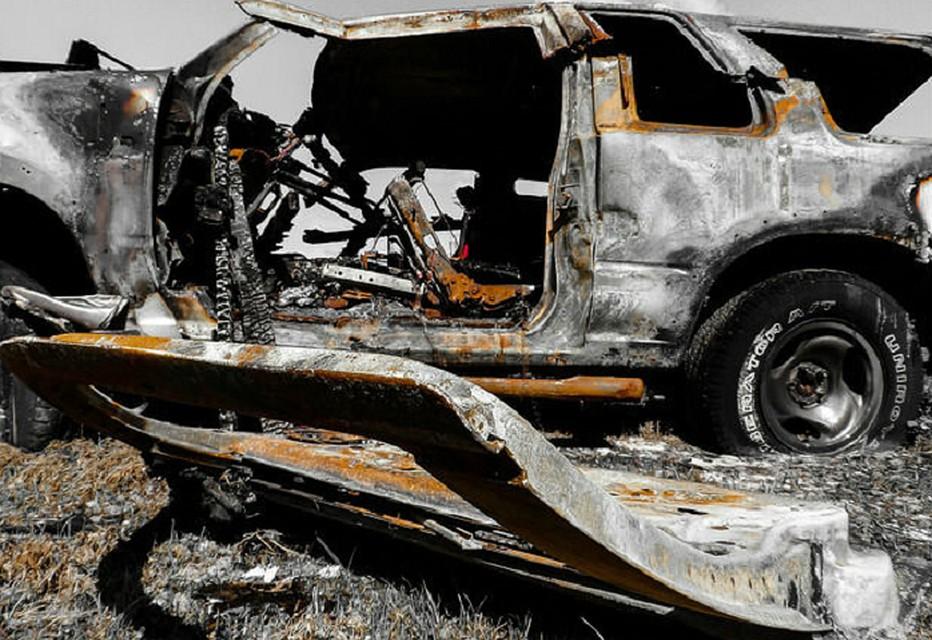 Клиенты безжалостно расправились састраханским таксистом: зарезали, атело иавто сожгли