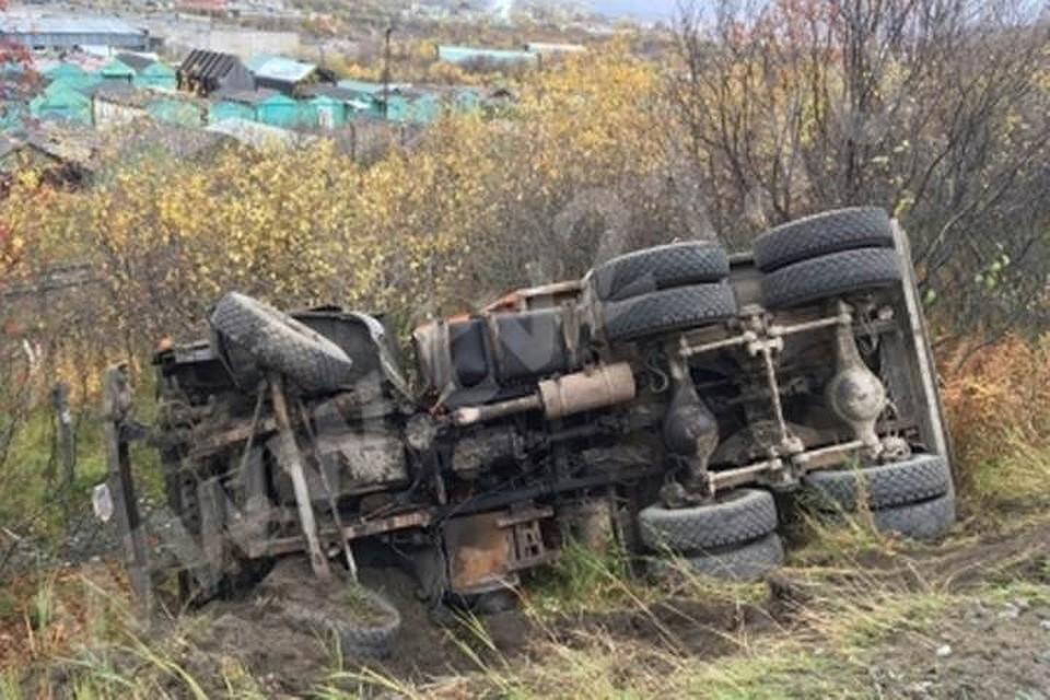 Надороге Мурманск-Североморск фургон улетел вкювет
