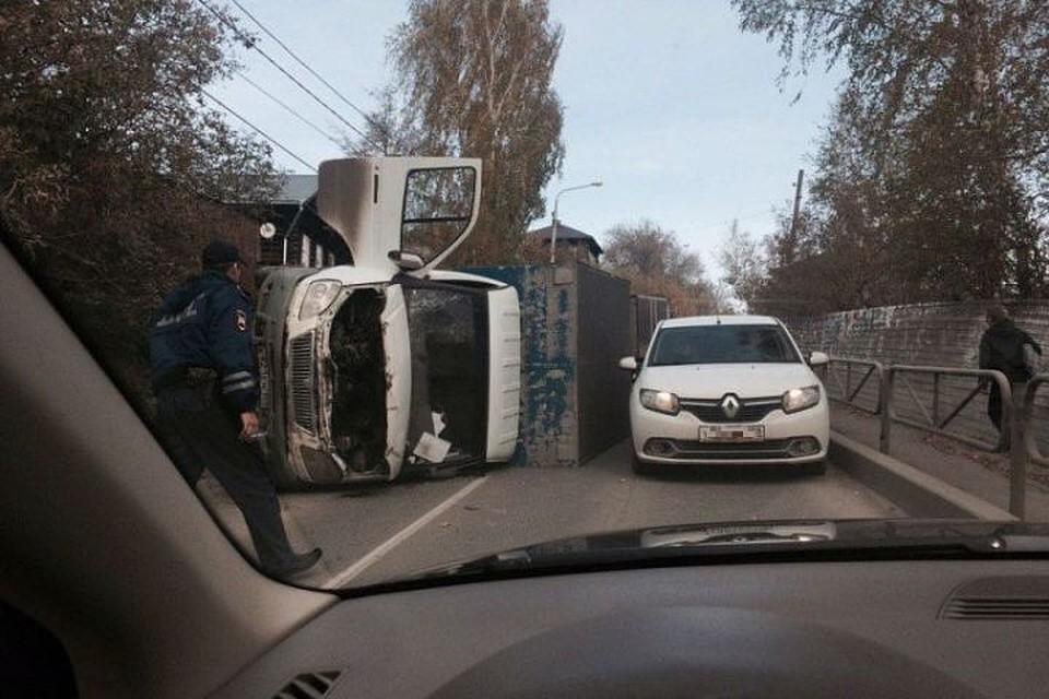 НаМостовой вПерми перевернулась «ГАЗель» с нетрезвым водителем