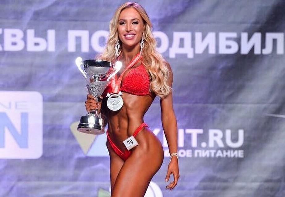 Елизавета Полыгалова стала чемпионкой столицы вкатегории «Фитнес бикини 172 см»