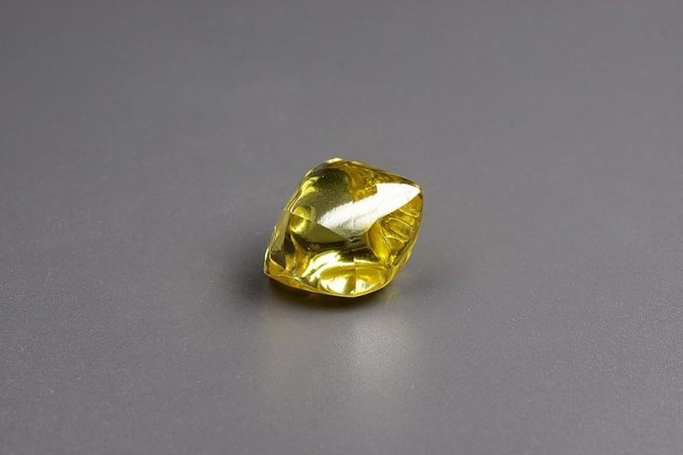 В РФ найден желтый алмаз весом 34,17 карата