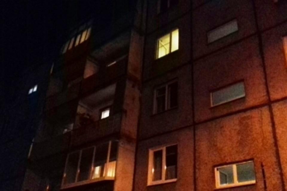 22октября впожаре впятиэтажном доме вИркутске спасены шесть человек