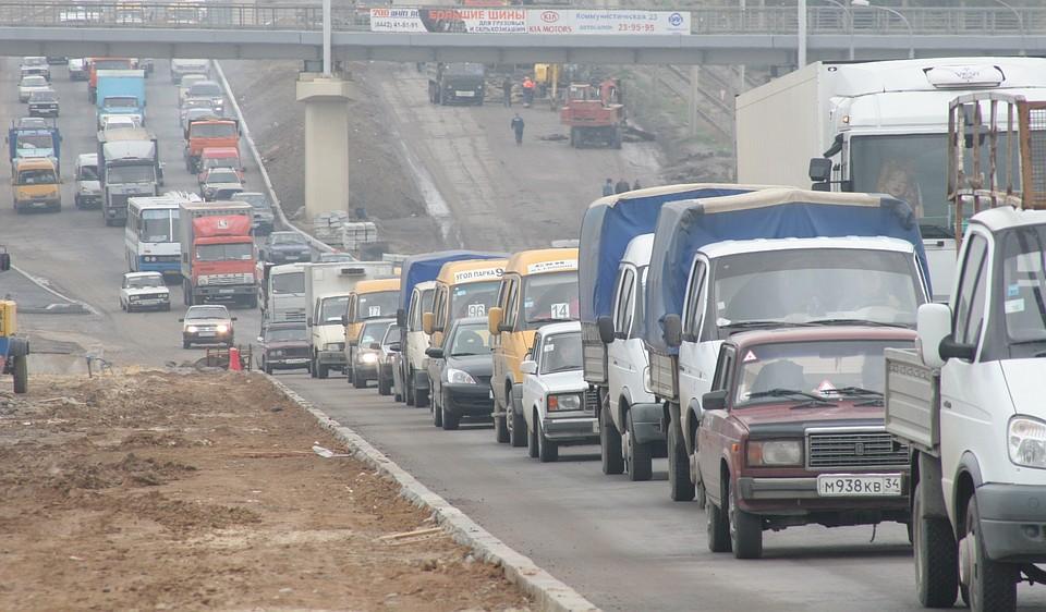 Дороги вцентре Волгограда парализовали автомобильные пробки