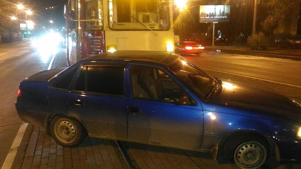 ВЧелябинске иностранная машина влетела втрамвай, есть пострадавшие
