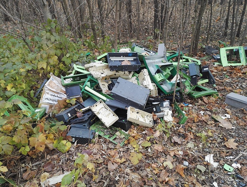 Влесу под Воронежем мужчина отыскал кладбище банкоматов