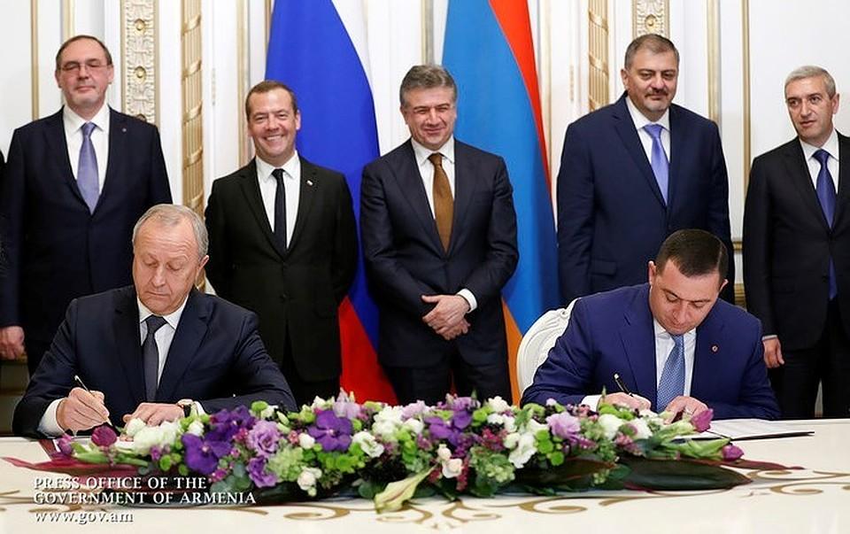 Д. Медведев иВалерий Радаев направились вАрмению