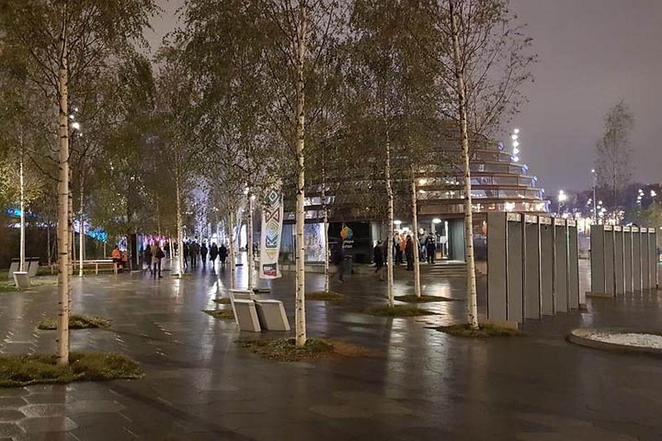 Ограждение вокруг парка «Зарядье» в столицеРФ демонтировали
