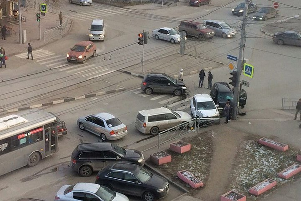 Массовое ДТП на100% парализовало движение вцентре Новосибирска