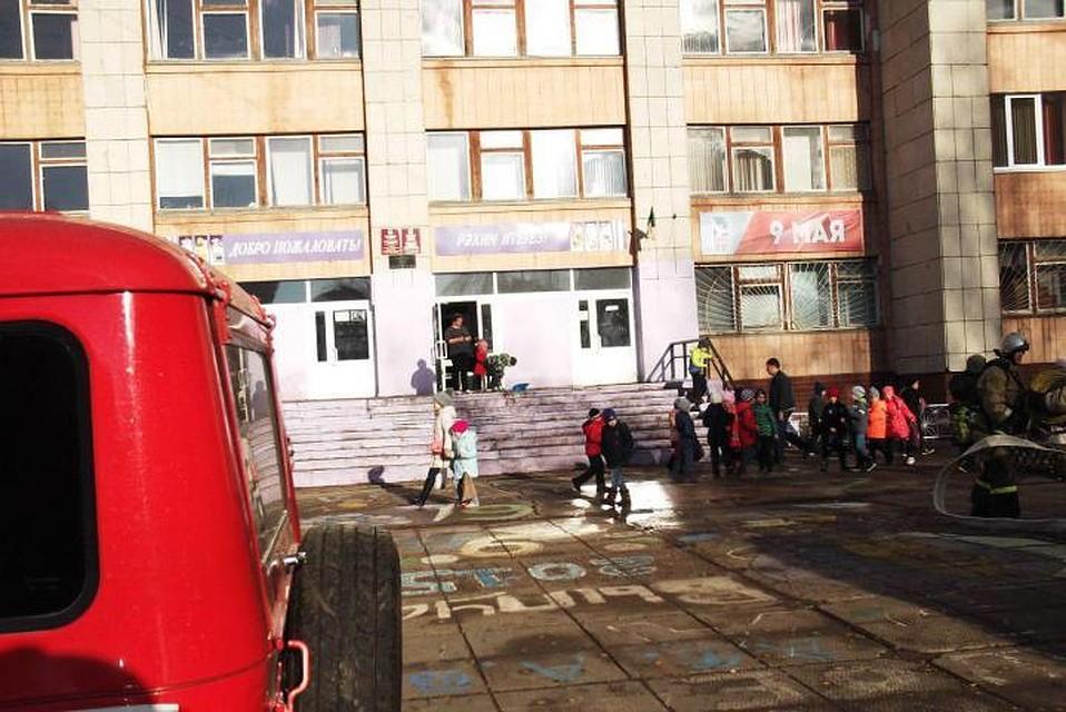 ВНабережных Челнах детей эвакуировали изшколы из-за задымления