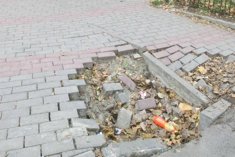 «Зыбучие пески» поглотили новую плитку вцентре Ростова-на-Дону