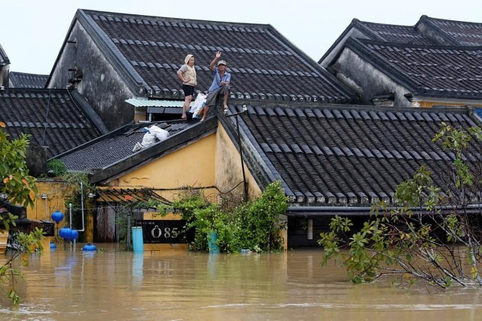 Новый тайфун грозит Вьетнаму, где проходит саммит АТС