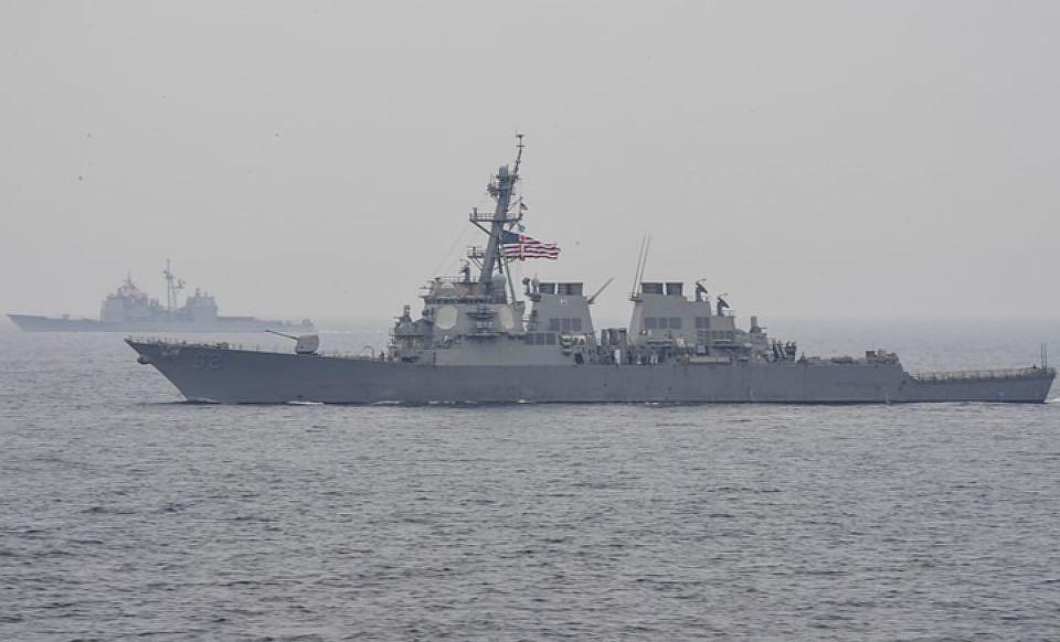 Эсминец ВМС США получил повреждения после столкновения сяпонским буксиром