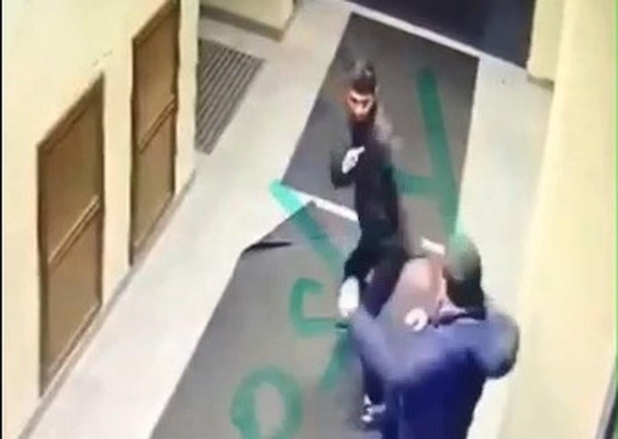 ВПетербурге мужчина напал налюдей в помещении ФСБ