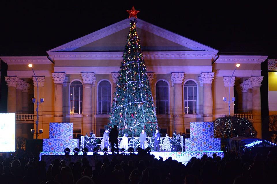 33 праздничные ёлки украсят центральную площадь Ставрополя кНовому году