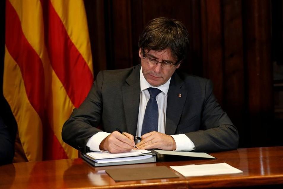 Пучдемон призвал власти Испании разрешить ему приехать вкоролевство