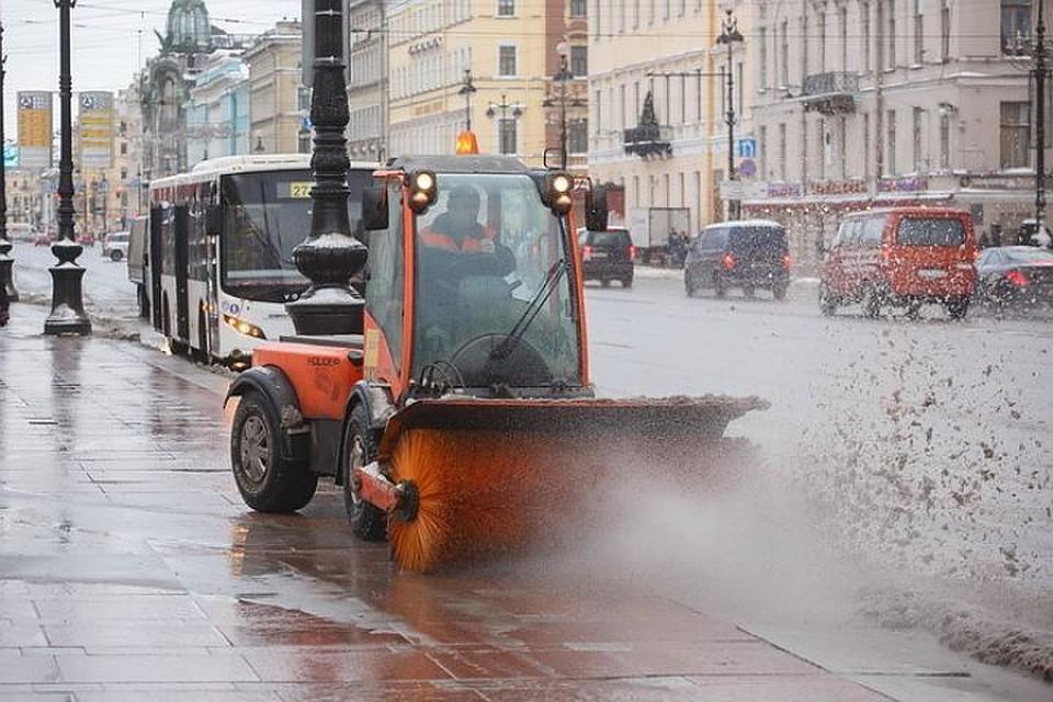 Засутки сулиц Петербурга вывезли 20 000 кубометров снега