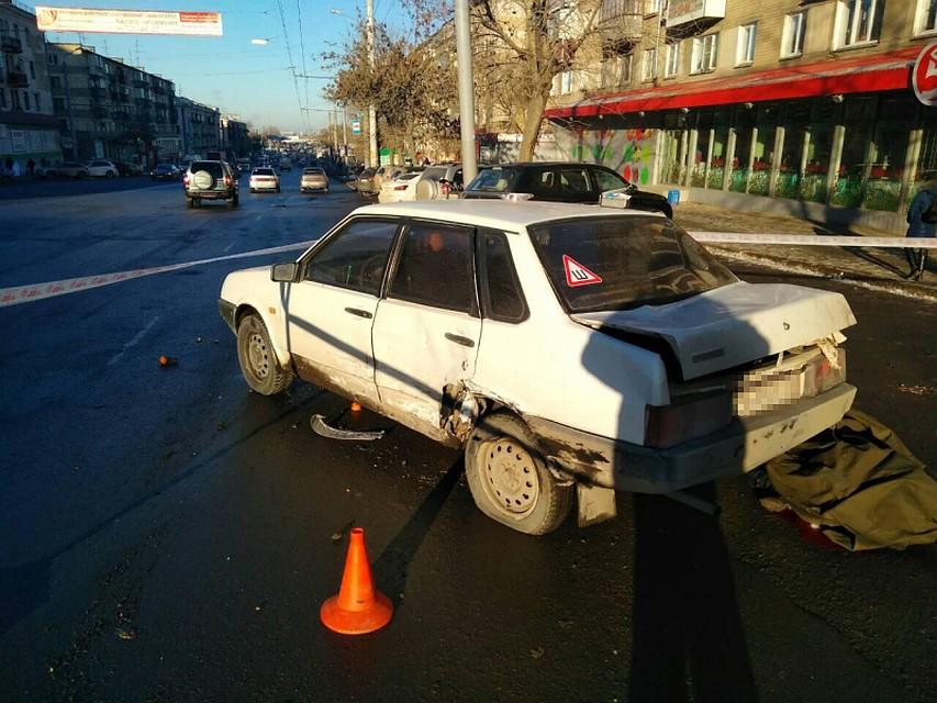 Молодую челябинку намотало наколеса попавших вДТП легковых авто