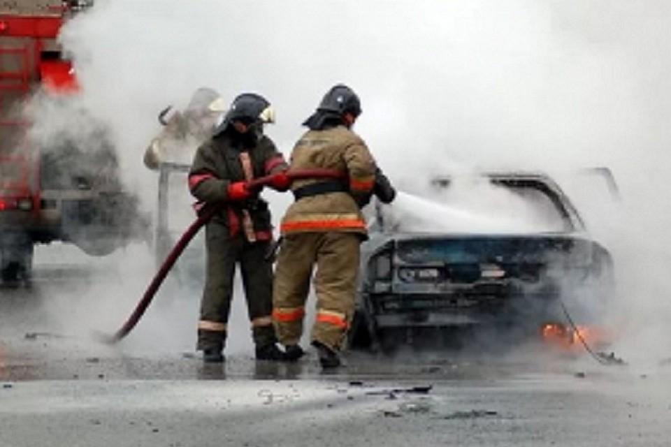 ВЧереповце неизвестные подожги автомобиль «Фольксваген поло»