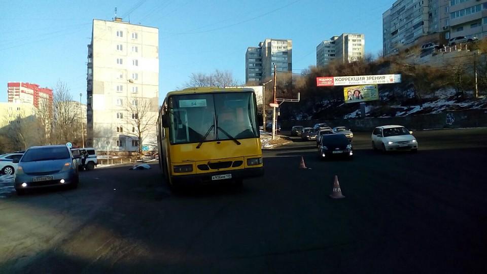 Автобус сбил насмерть женщину наЖигура воВладивостоке