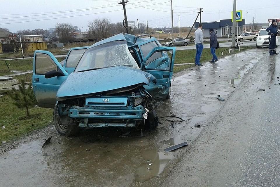 НаСтаврополье фургон врезался влегковой автомобиль, двое погибли