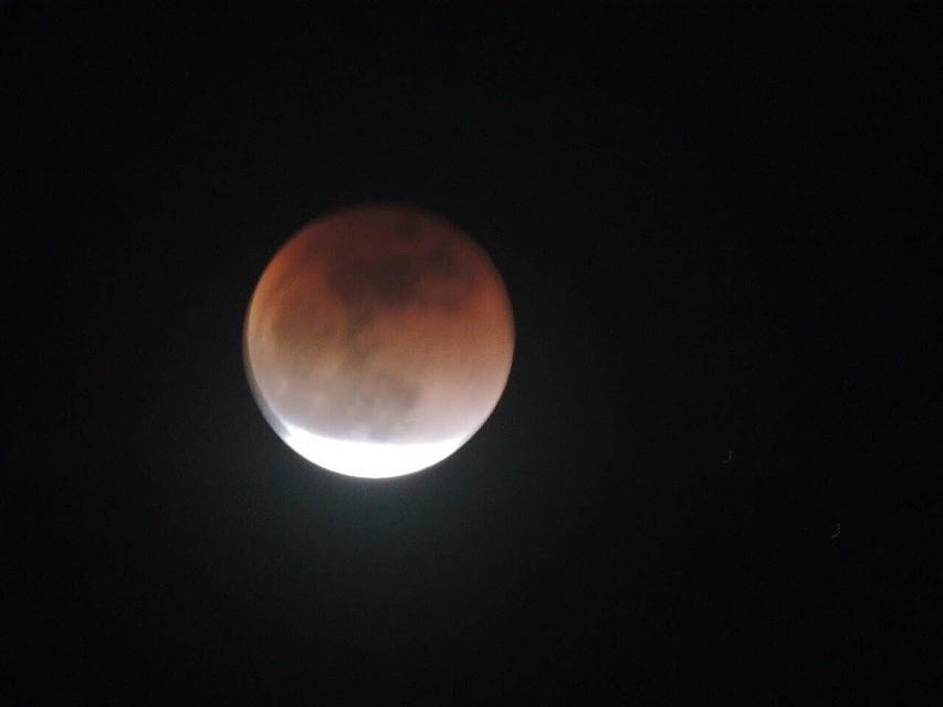Затмение спутника Земли началось в 18.35 и продлилось в течение полутора часа