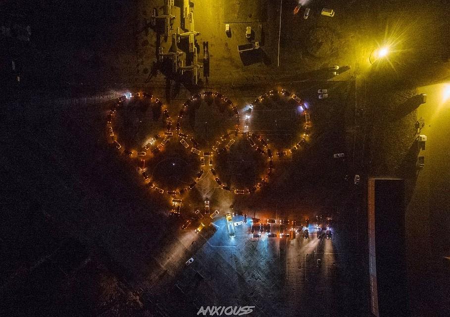 Калининградские владельцы автомобилей составили олимпийские кольца измашин