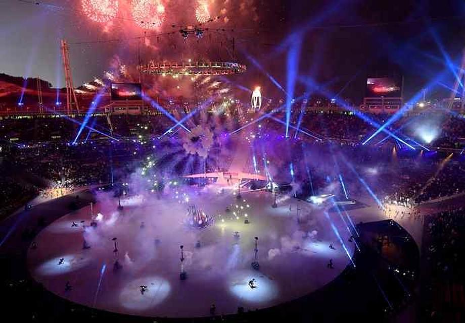 Житель америки  непобоялся развернуть флаг Российской Федерации  наоткрытии Олимпиады вПхенчхане