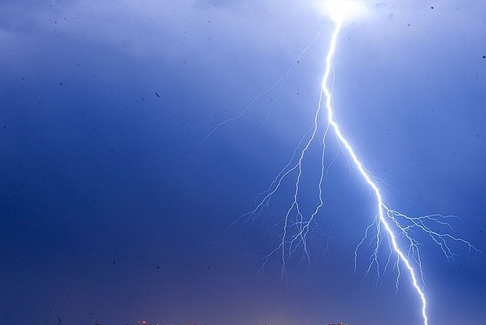 Как минимум покрайней мере 16 человек погибли из-за удара молнии поцеркви вРуанде