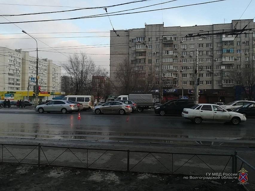 ВВолгограде несовершеннолетний пешеход попал под колеса ВАЗа