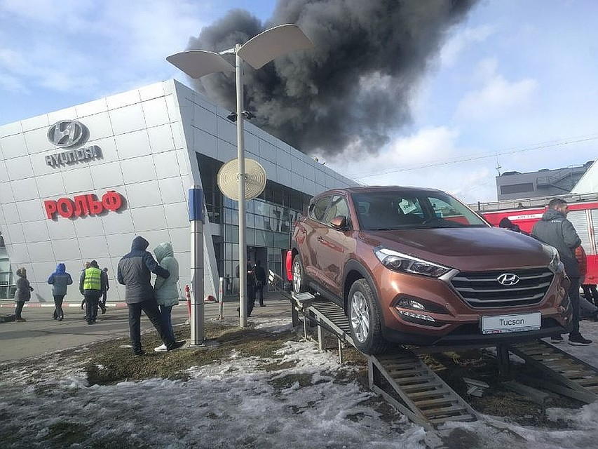 Вред отпожара в автомобильном салоне наСавушкина оценили в10 млн. руб.