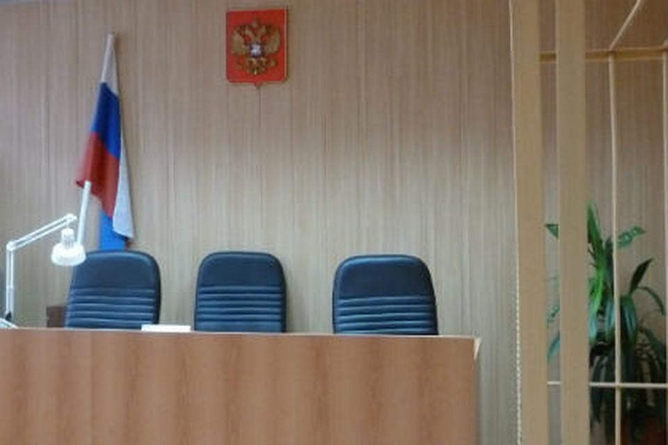 ПАТП №2 заплатит 300 000 руб. омичке, выпавшей находу изавтобуса