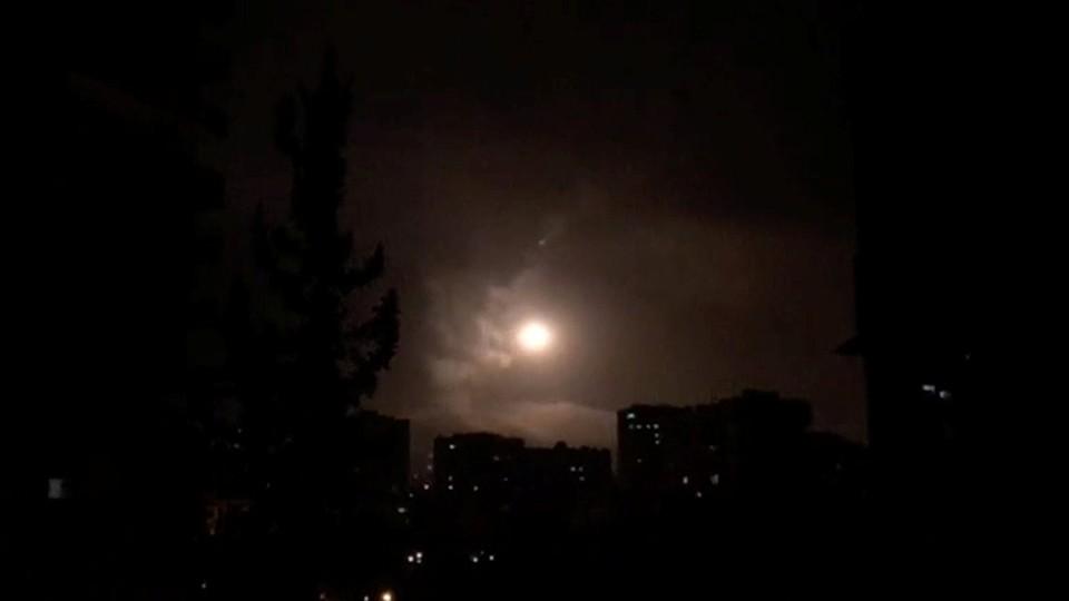 Вweb-сети интернет появилось видео перехвата ракеты «Томагавк» внебе над Сирией