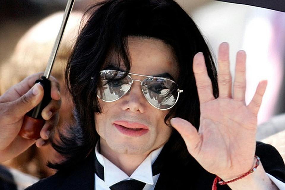 Легендарная обувь Майкла Джексона выставлена нааукцион