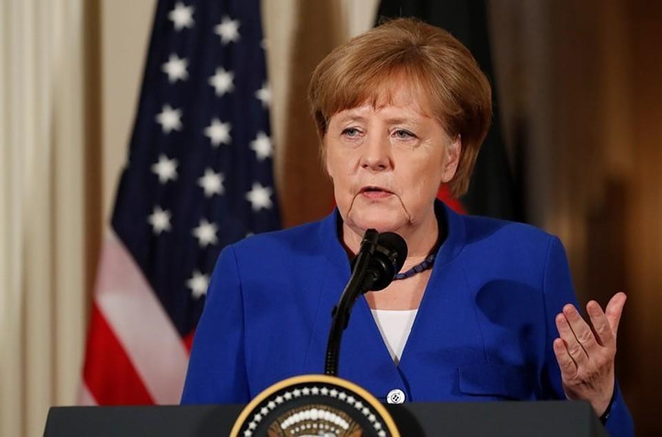«Вместо тысячи слов»: соцсети обсуждают фото Меркель иТрампа ссаммита G7
