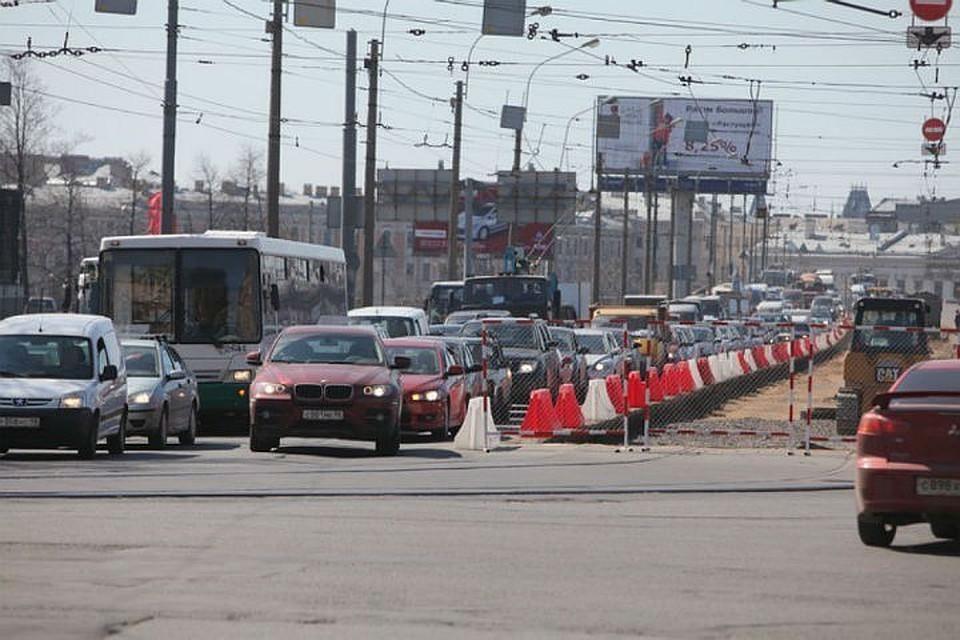 Движение поПоклонногорской улице вПетербурге ограничат натри дня