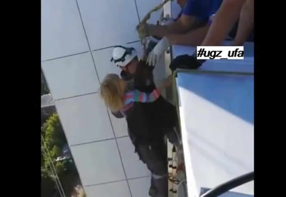 ВУфе трёхлетняя Вероника накрыше высотного дома отыскалась