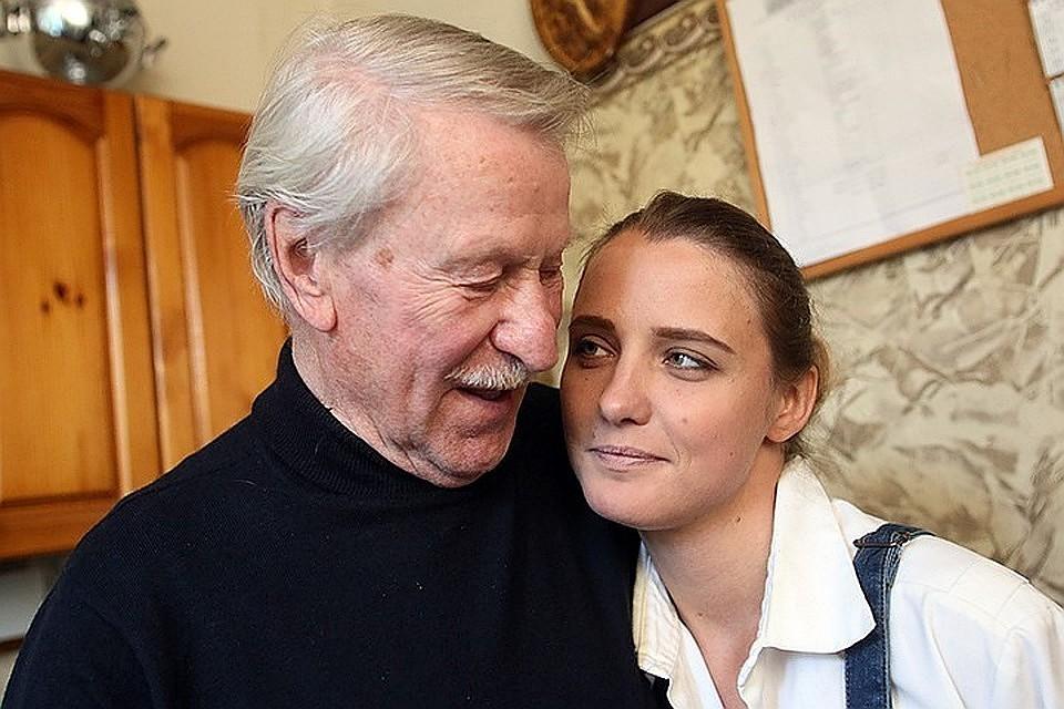 87-летний артист Краско прогулялся смолодой женой вЗАГС