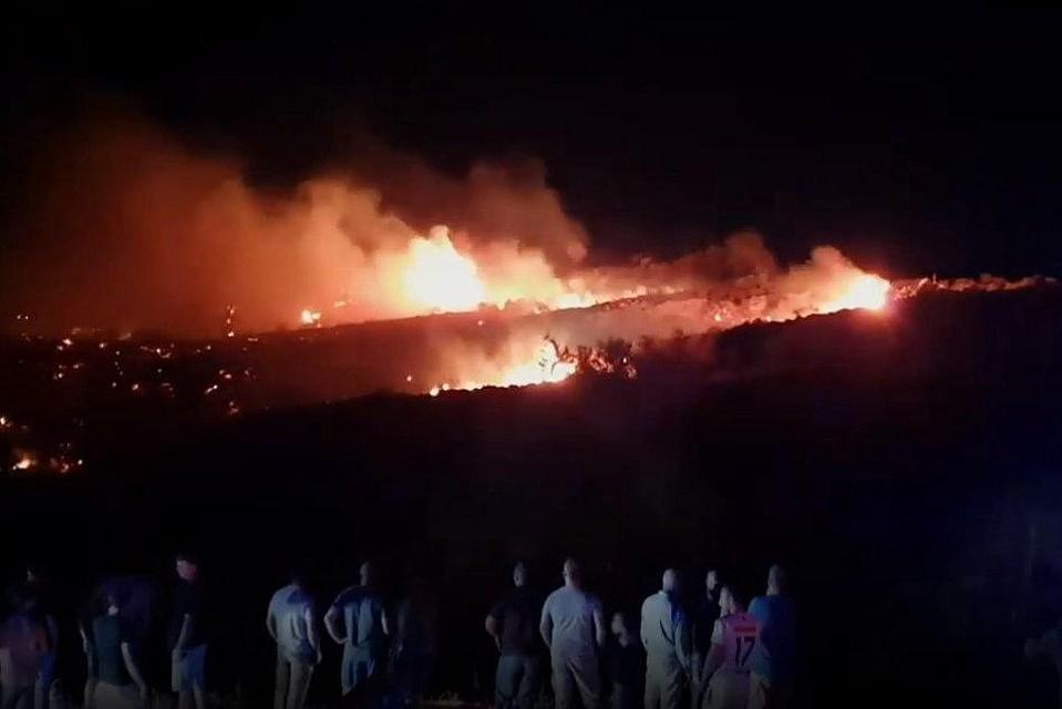Появились кадры с места падения «российского НЛО»: все в огне, очевидцы сообщили о взрывах