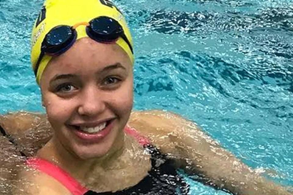 ВСША молодую пловчиху лишили золотой медали за очень открытый купальник