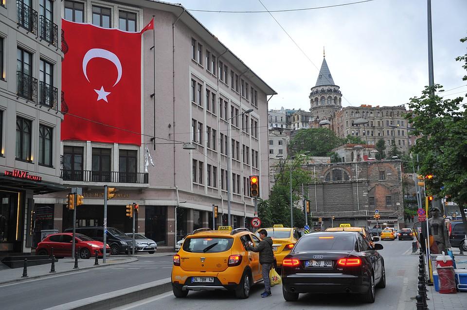 Турция планирует начать принимать иностранных туристов с июня