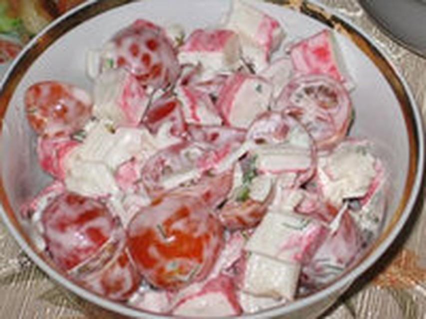 Салаты из крабовых палочек и колбасой рецепты с