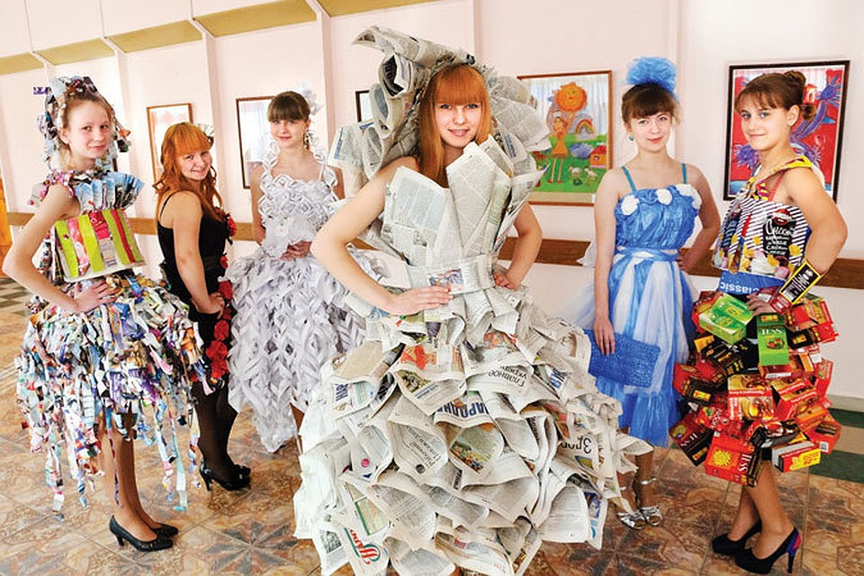 Платье из мусора на конкурс