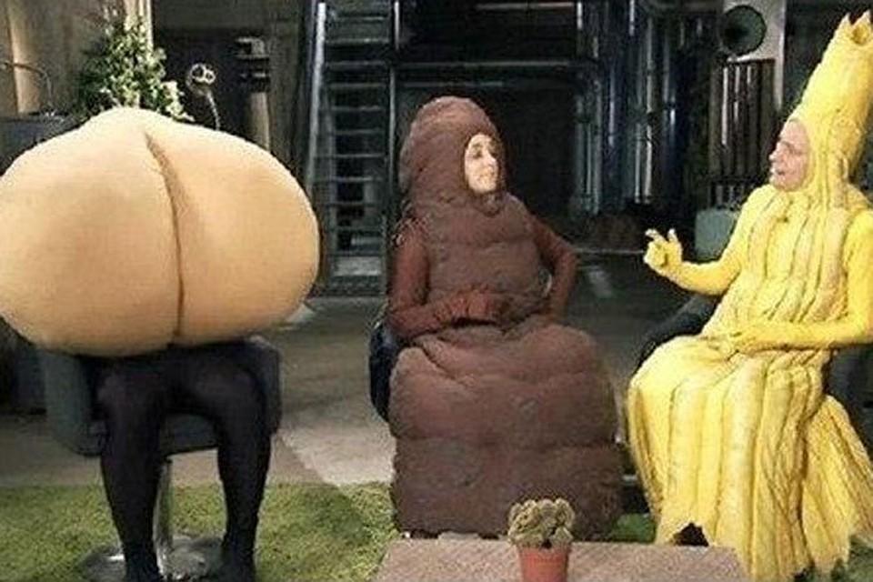 Первое появление ведущих в костюмах желтой струи и коричневой рыхлой колбаски было, конечно, шоком для тысяч зрителей