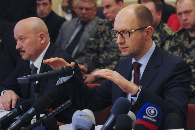 Яценюк сделал ряд заявлений в надежде, что они позволят добиться желаемого мирным путем