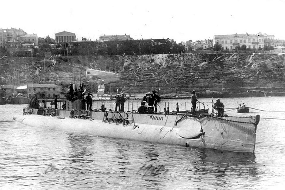 Подводная лодка проекта «Holland 31A» у берегов Севастополя. Фото: wikimedia.org