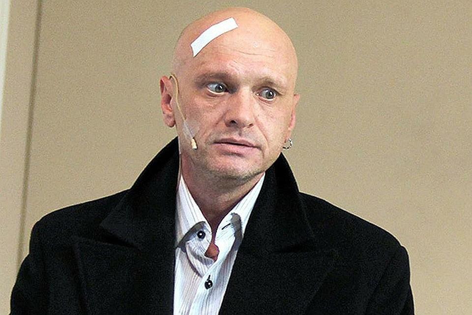 Тело Девотченко обнаружили вечером в среду в собственной квартире в Москве.